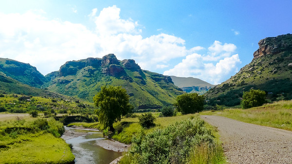 Lesotho South Africa on the left and Lesotho on the right. The Caledon river serving as the border!